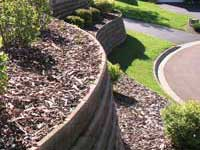 Finish retaining wall with mulch
